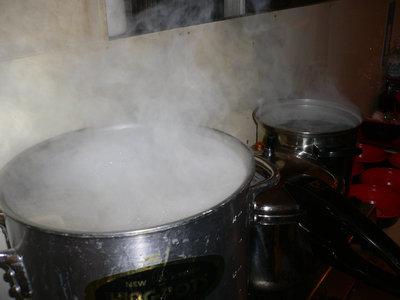 水蒸気を吐く鍋