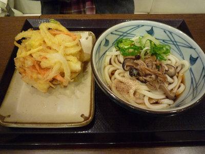 山菜ぶっかけうどん+かき揚げ@丸亀製麺 品川店(品川)