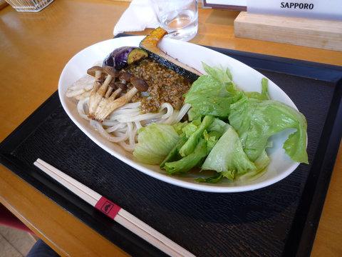 旬野菜と挽肉キーマのサラダカレーうどん@東京うどん 天神(湯島)