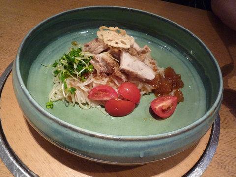 ローストチキンと香味野菜のおうどん@つるとんたん 六本木店