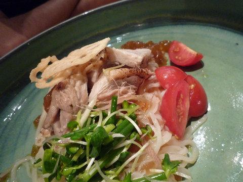 ローストチキンと香味野菜のおうどん@つるとんたん 六本木店、アップ