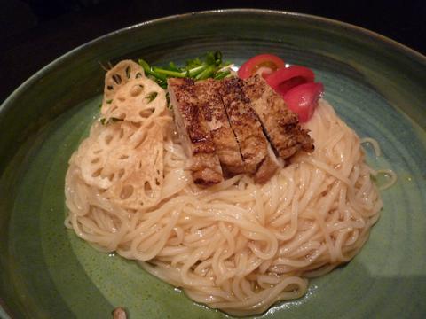 ローストチキンと香味野菜のおうどん@つるとんたん 六本木店(六本木)