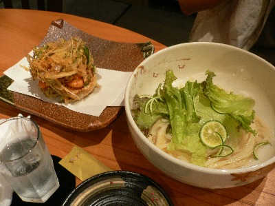 水菜の小海老の茶葉揚げうどん@じゃぶかま 渋谷店(渋谷)